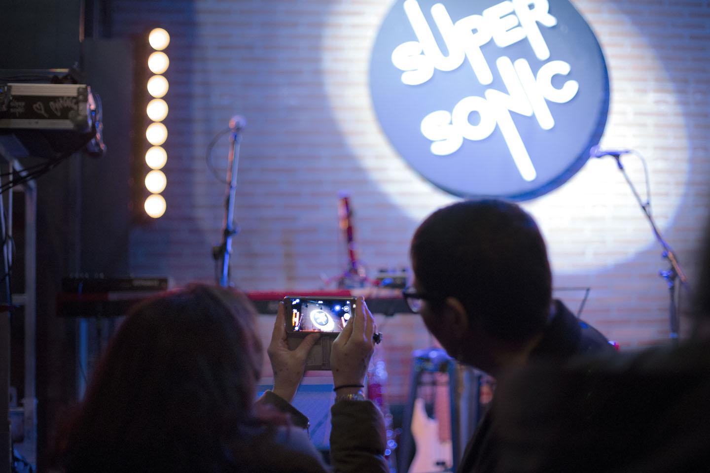 Logo sur scène